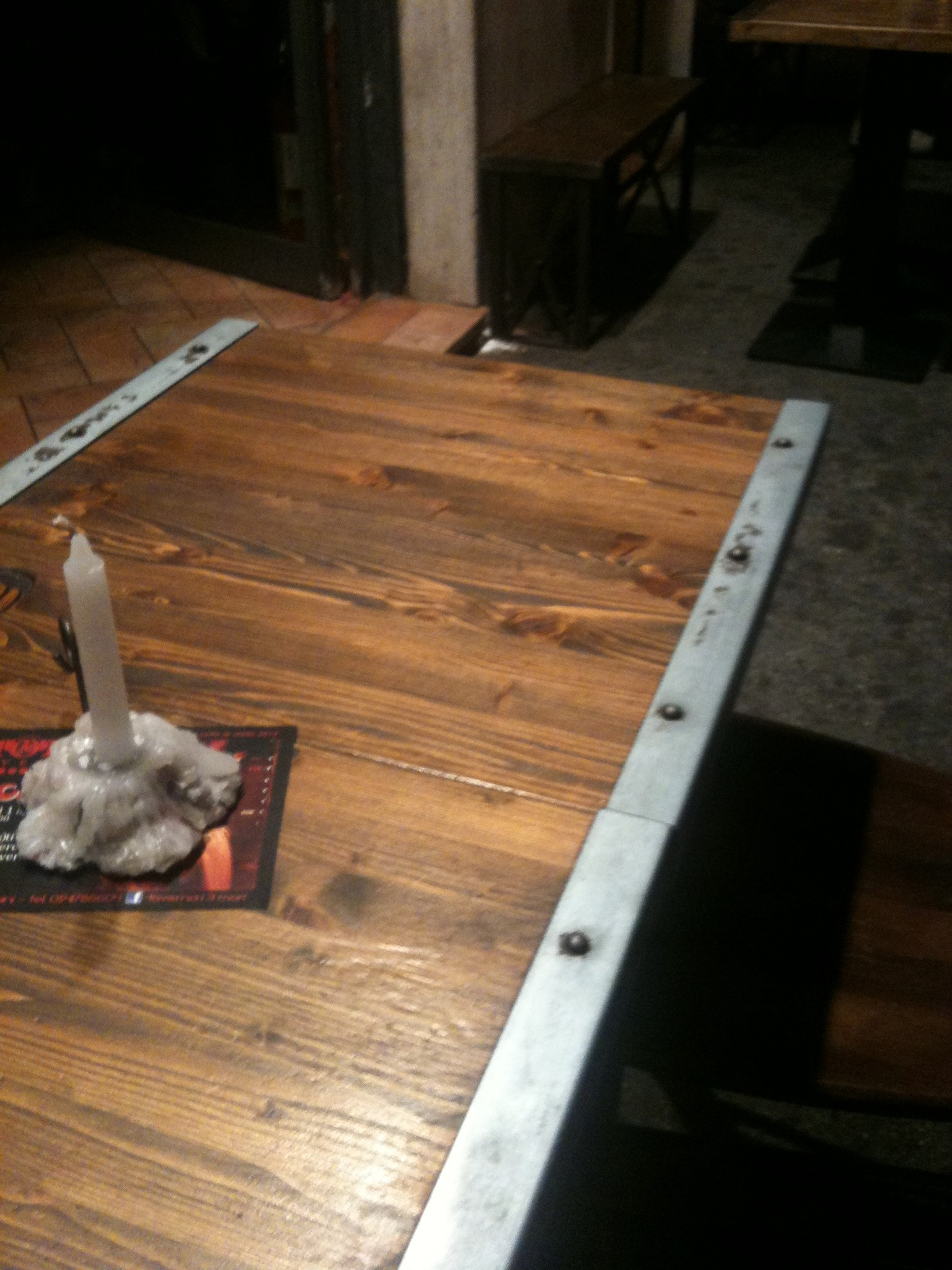 Tavoli legno e acciaio rustico o moderno la casa rubata for Tavolo legno acciaio