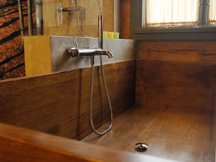 ... questo lavandino in legno; classica soluzione da non dimenticare