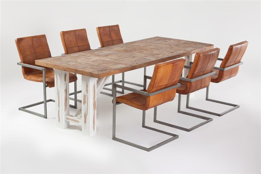 Tavoli e mobili con legno riciclato, sono belli e solidi